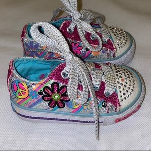 Twinkle Toes by Skechers peace 70s theme shoes 4